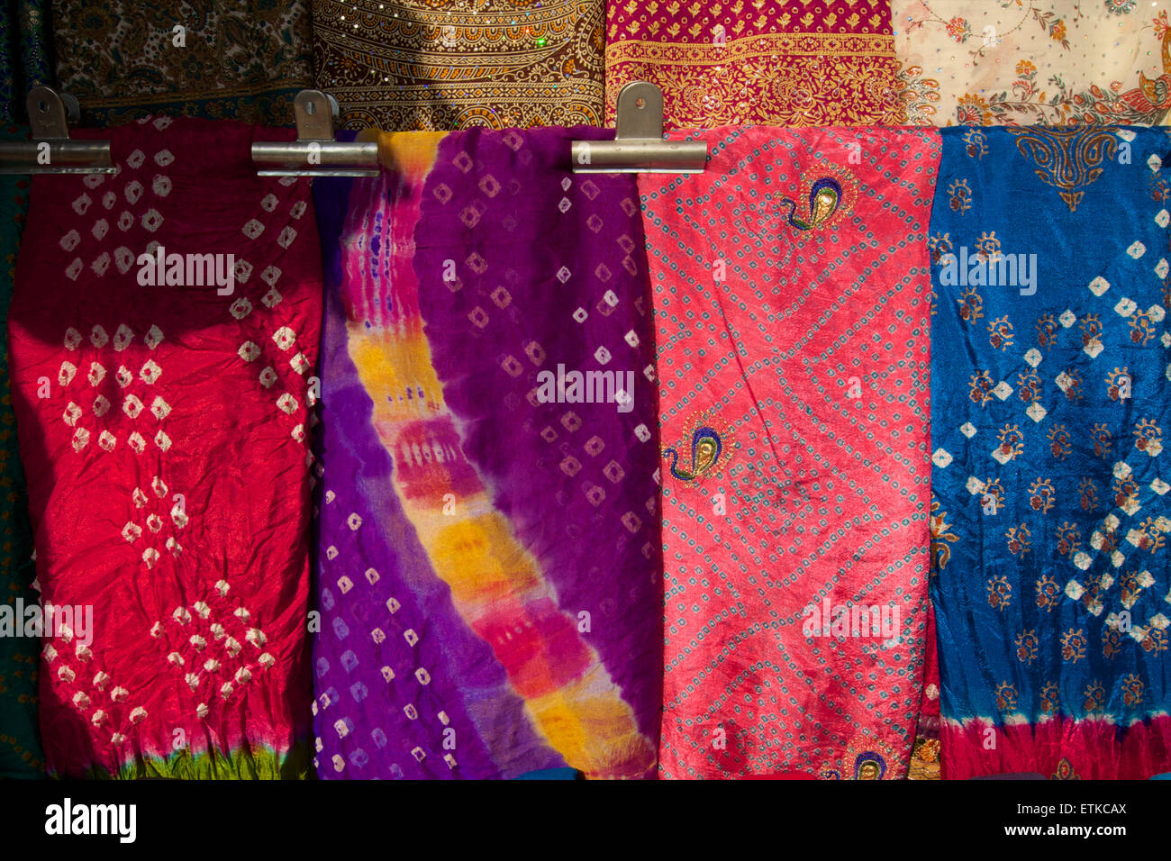 Colourful Indian fabrics for sale in Jaipur,   Rajasthan, India - Stock Image