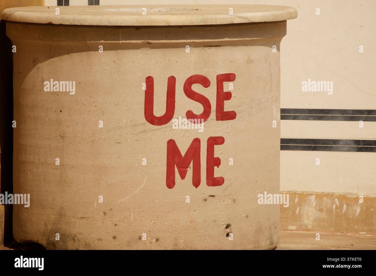 USE ME. Rubbish bin, India - Stock Image