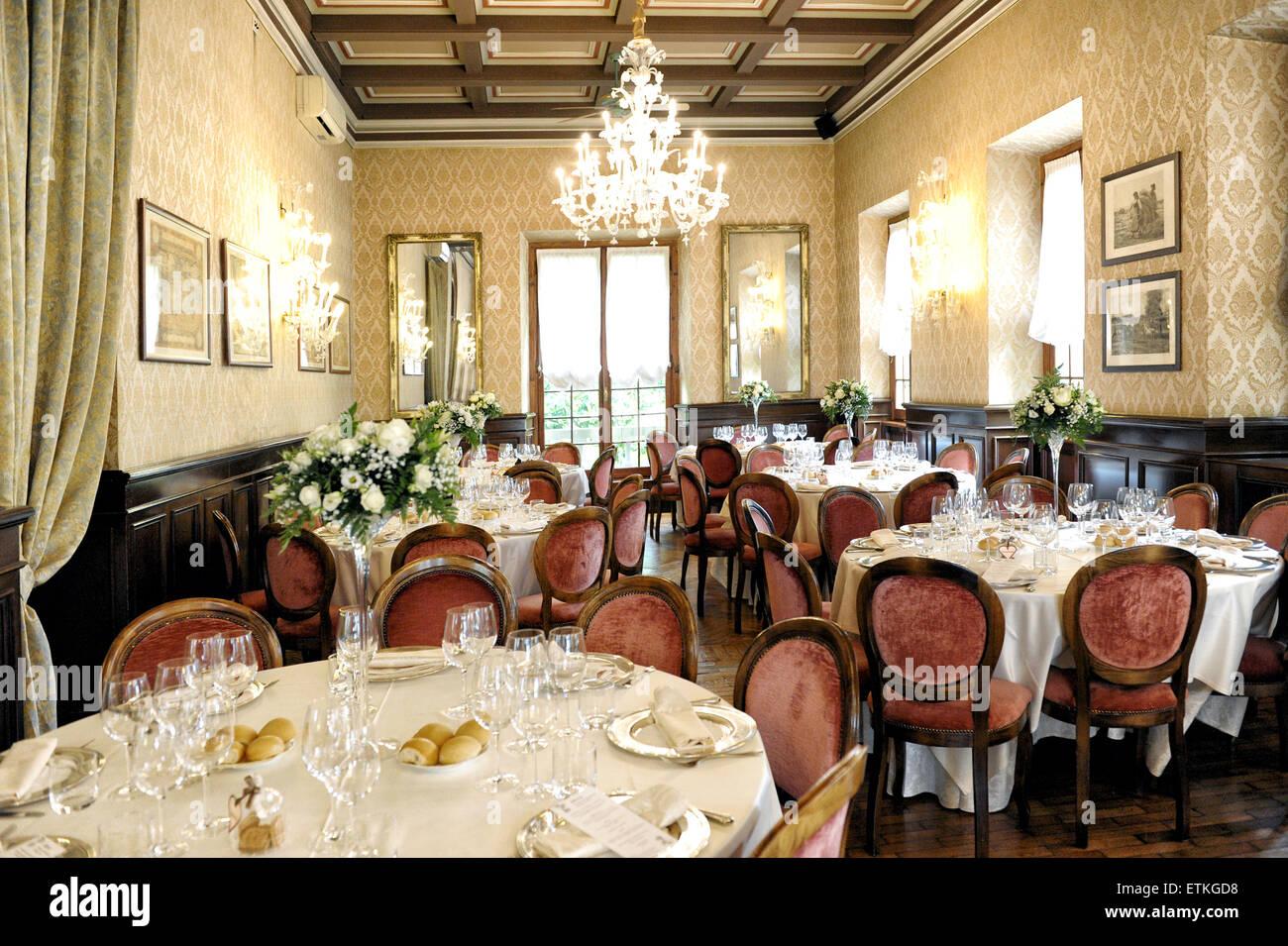 Elegant wedding venue interior with tables - Stock Image
