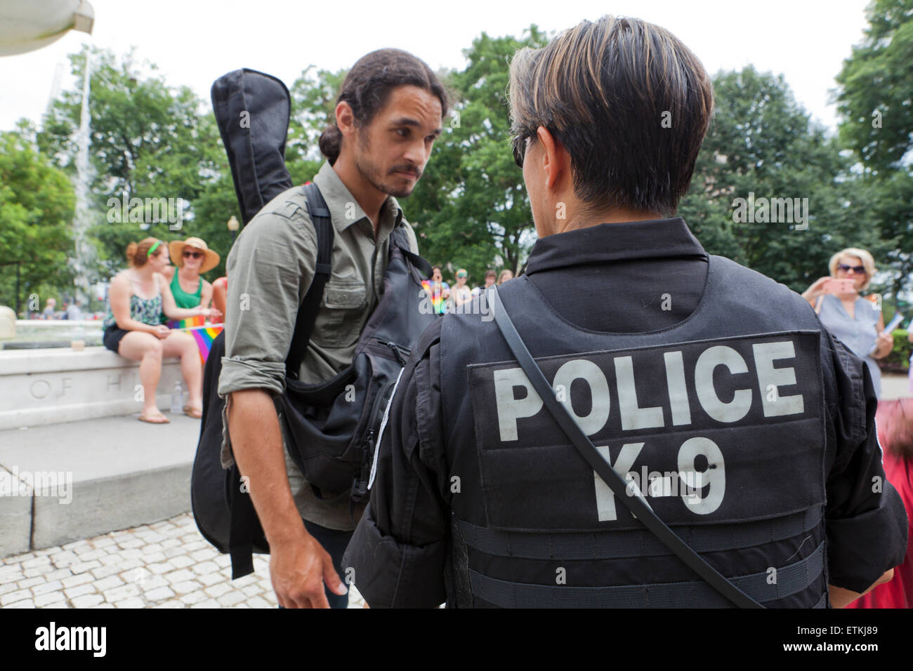 K-9 Police talking with citizen - Washington, DC USA - Stock Image