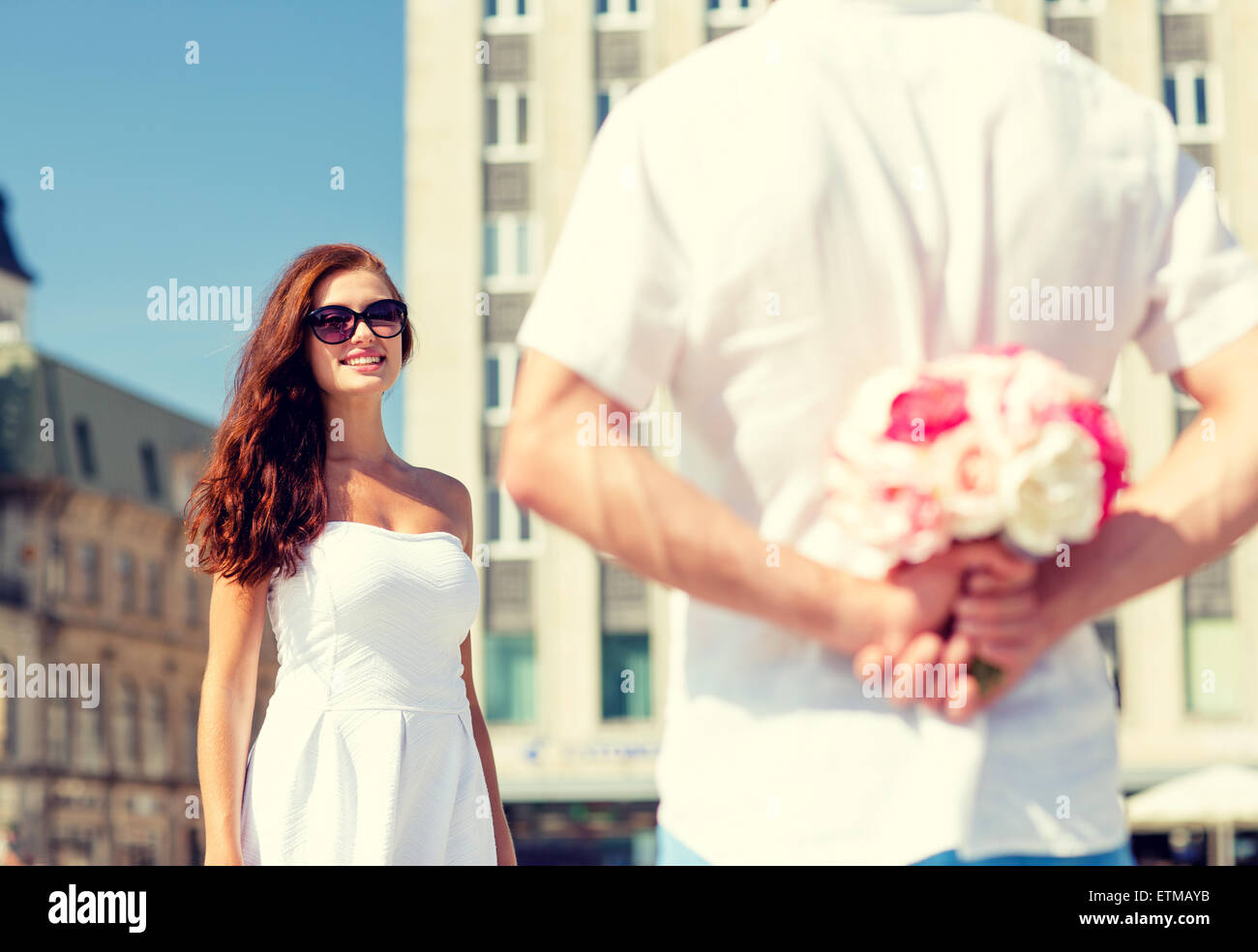 smiling couple in city - Stock Image