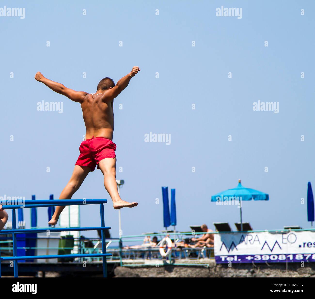 Star jump into sea in Sorrento - Stock Image