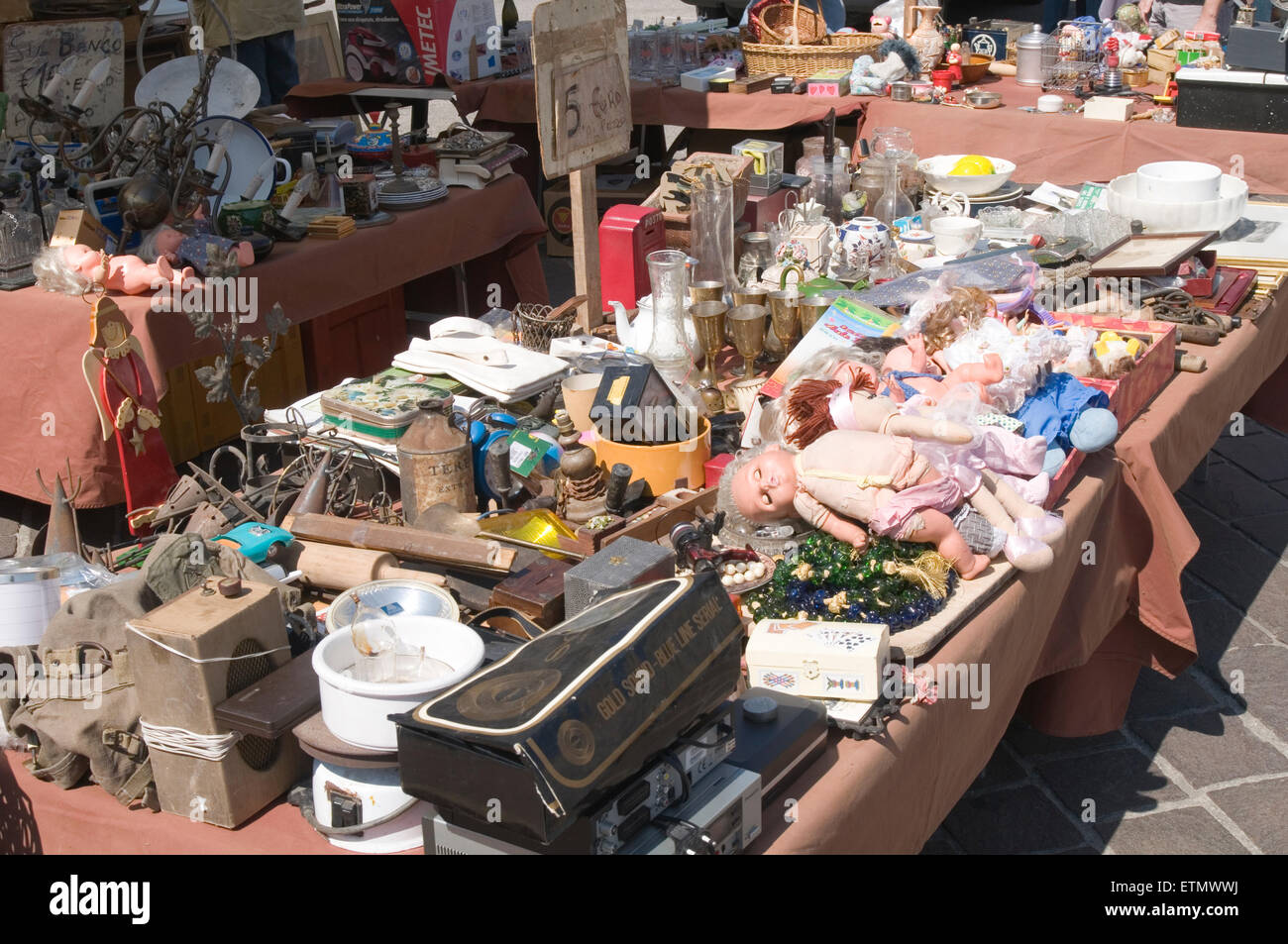 jumblesale sale sales jumble junk table top flee market junk yard ...