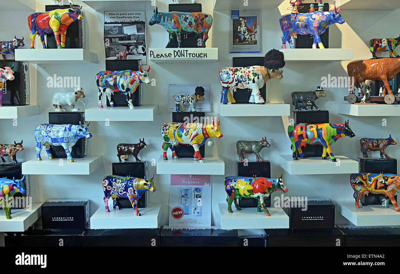 Collectible cow figurines for sale at a Cowparade shop on Leliegracht Centrum in Amsterdam, Holland - Stock Image