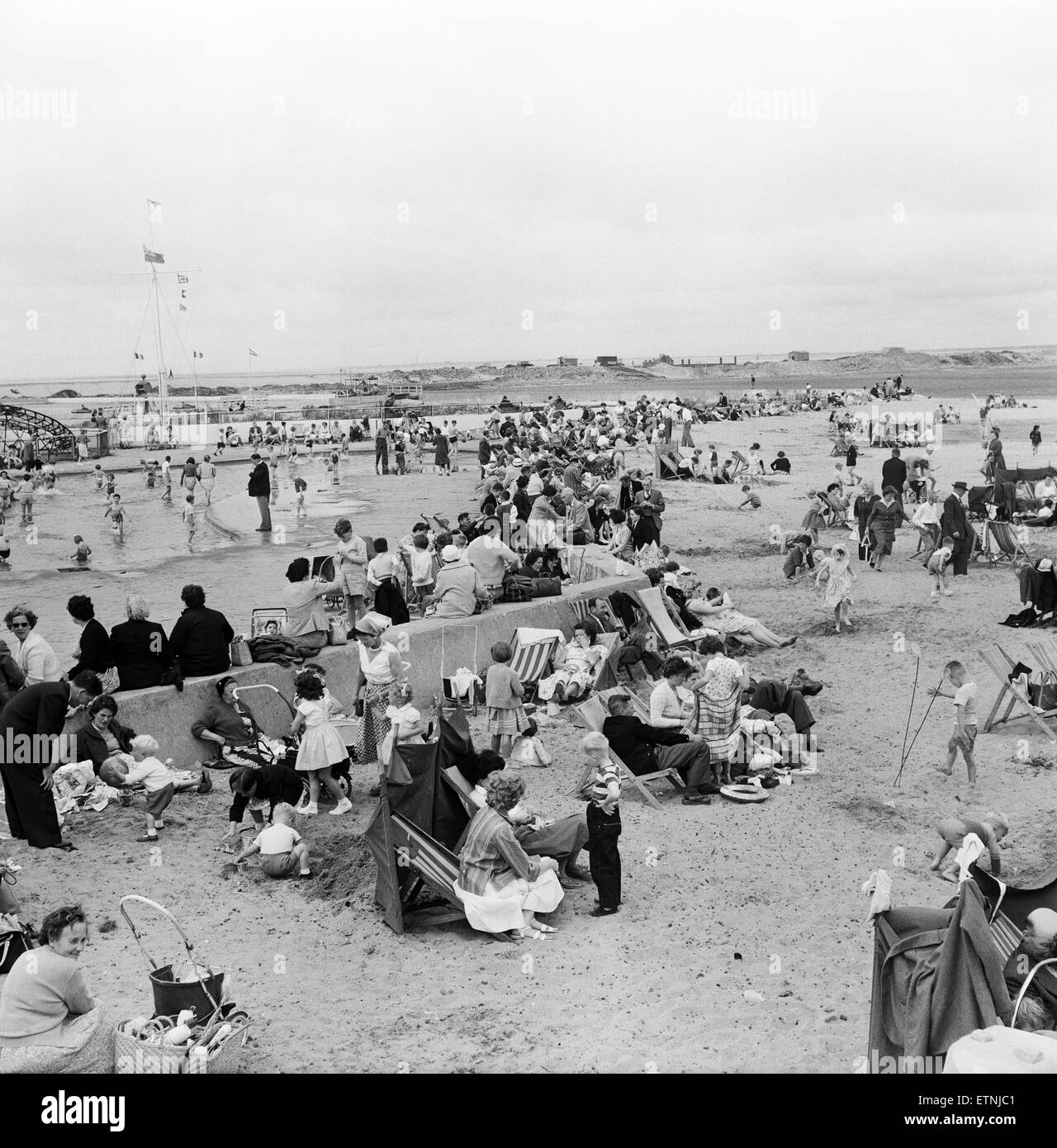 Holiday makers on Southport beach, Merseyside. 5th August 1959. - Stock Image