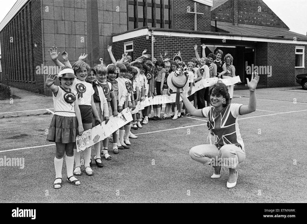 These Mirfield Brownies and their leaders just went on and on when they decided to congratulate Sarah Ferguson and - Stock Image