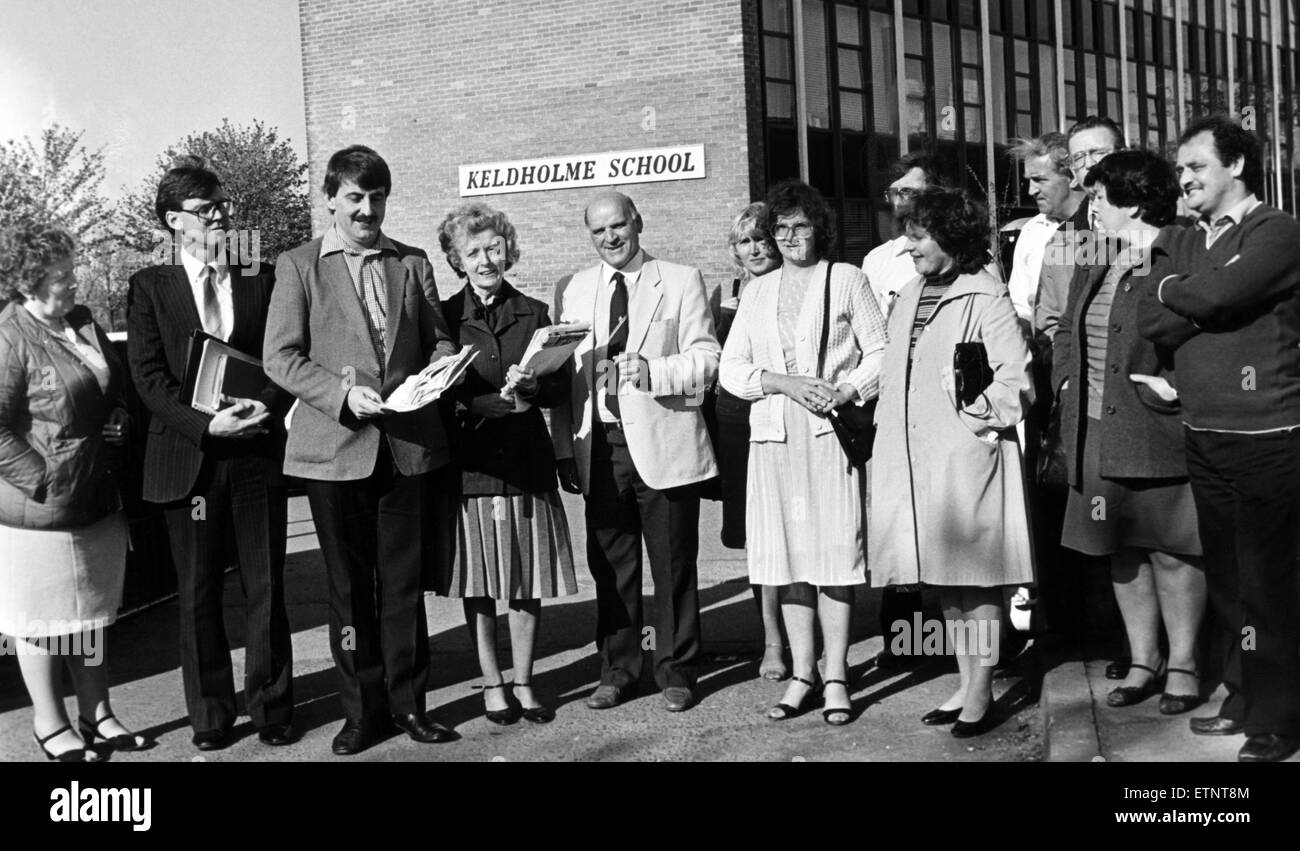 Anxious parents campaign for a crossing outside Keldholme School, Middlesbrough. 14th May 1984. - Stock Image