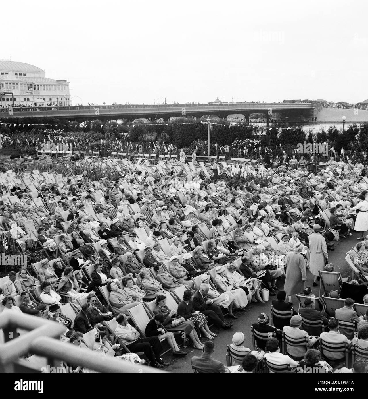 Southport, Merseyside, crowds of people relax in the Floral Hall Gardens as they listen to the band. 5th August - Stock Image