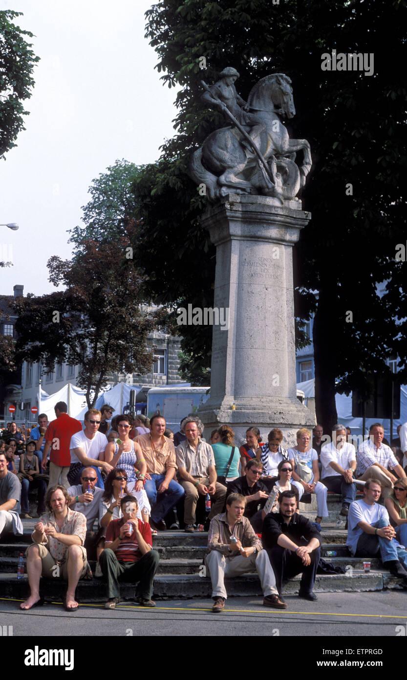 BEL, Belgium, Eastbelgium, Eupen, listeners at the open air music festival Musik Marathon at the Werthplatz, war Stock Photo