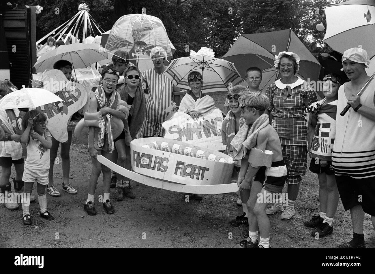 Singing in the rain turned out to be a wise choice of theme for Meltham carnival. Committee member Mrs Susan Bray - Stock Image