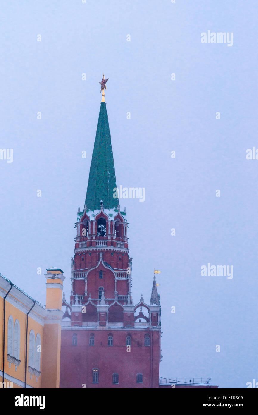 Troitskaya (Trinity) tower of Moscow Kremlin in snowstorm - Stock Image