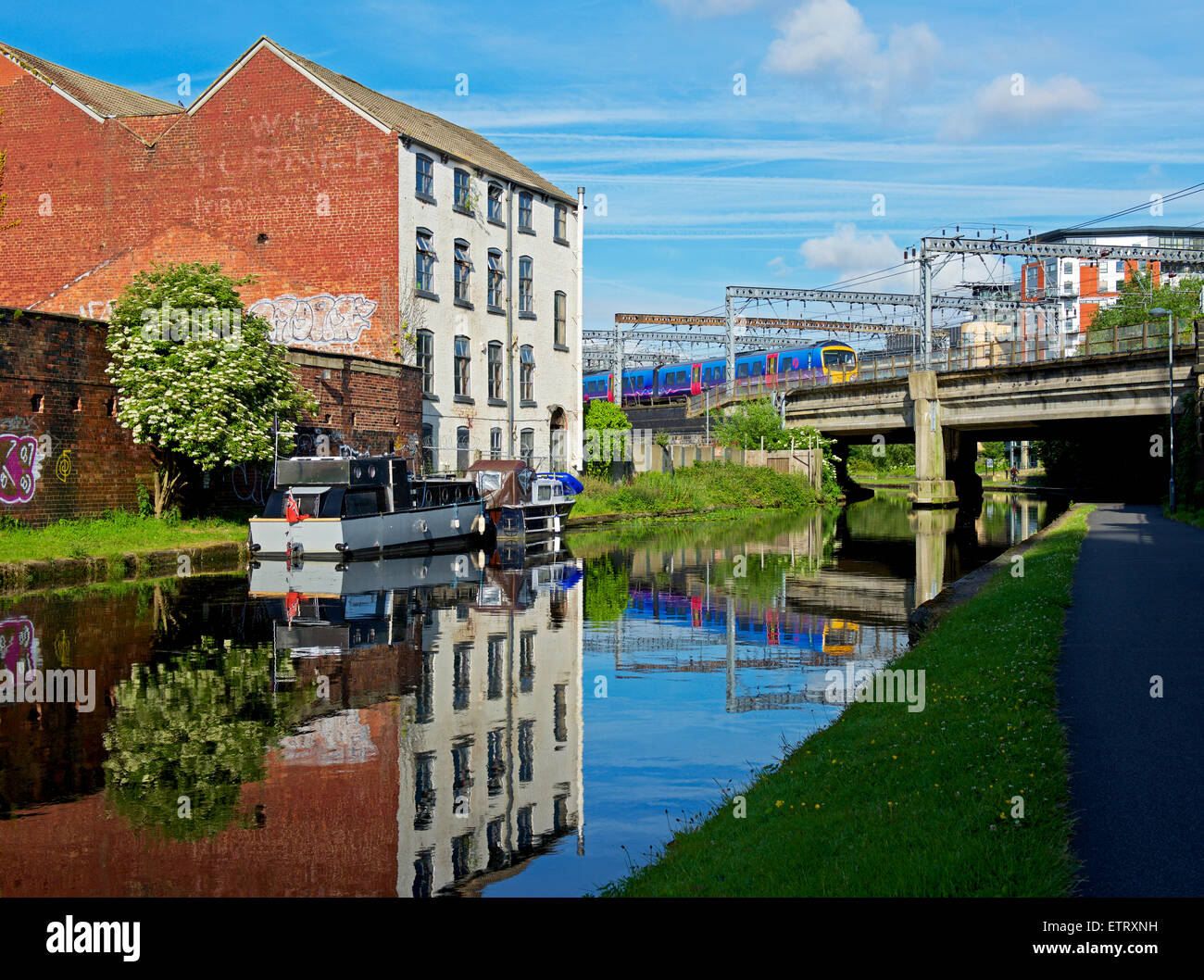 The Leeds-Liverpool Canal in the centre of Leeds, West Yorkshire, England UK - Stock Image