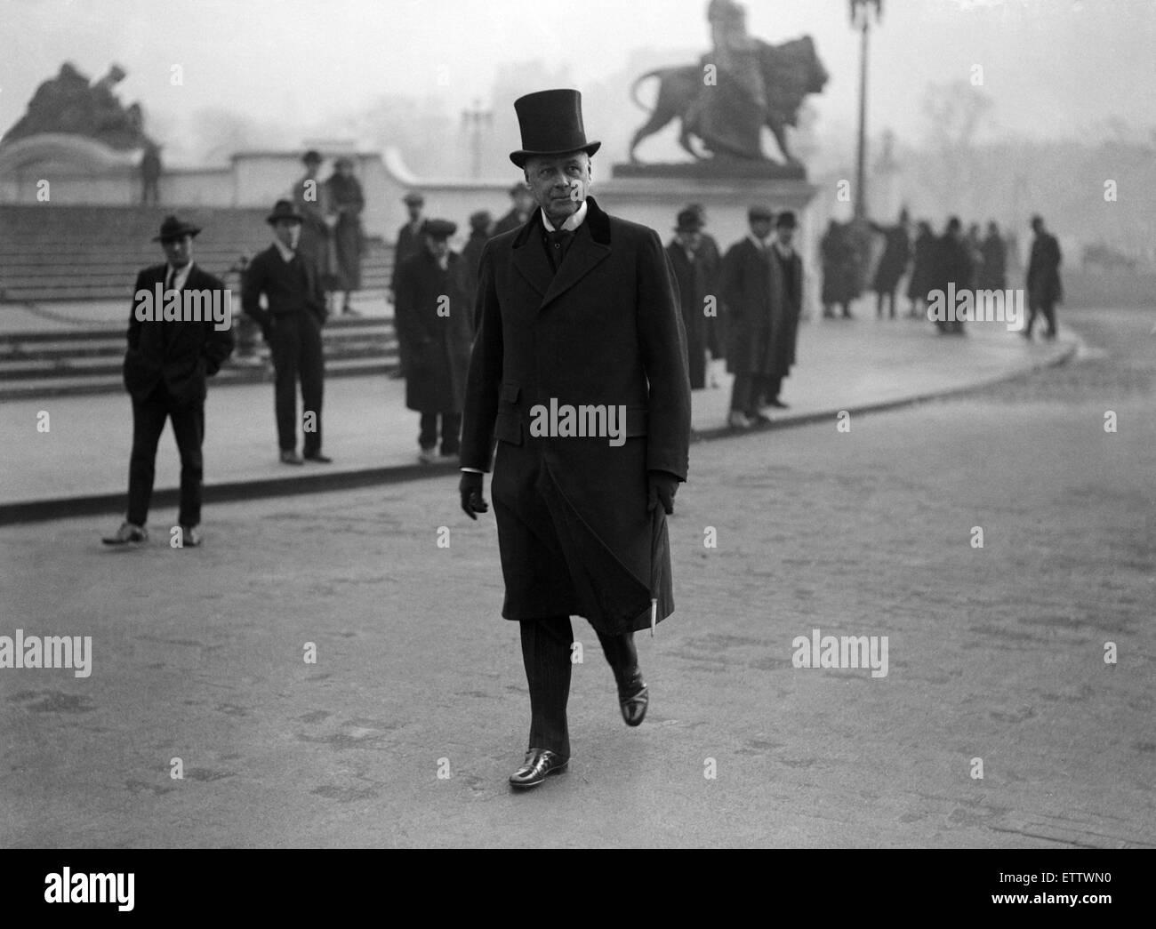 British Home Secretary Sir William Joynson-Hicks leaves Buckingham Palace as the Conservatives return to power following Stock Photo