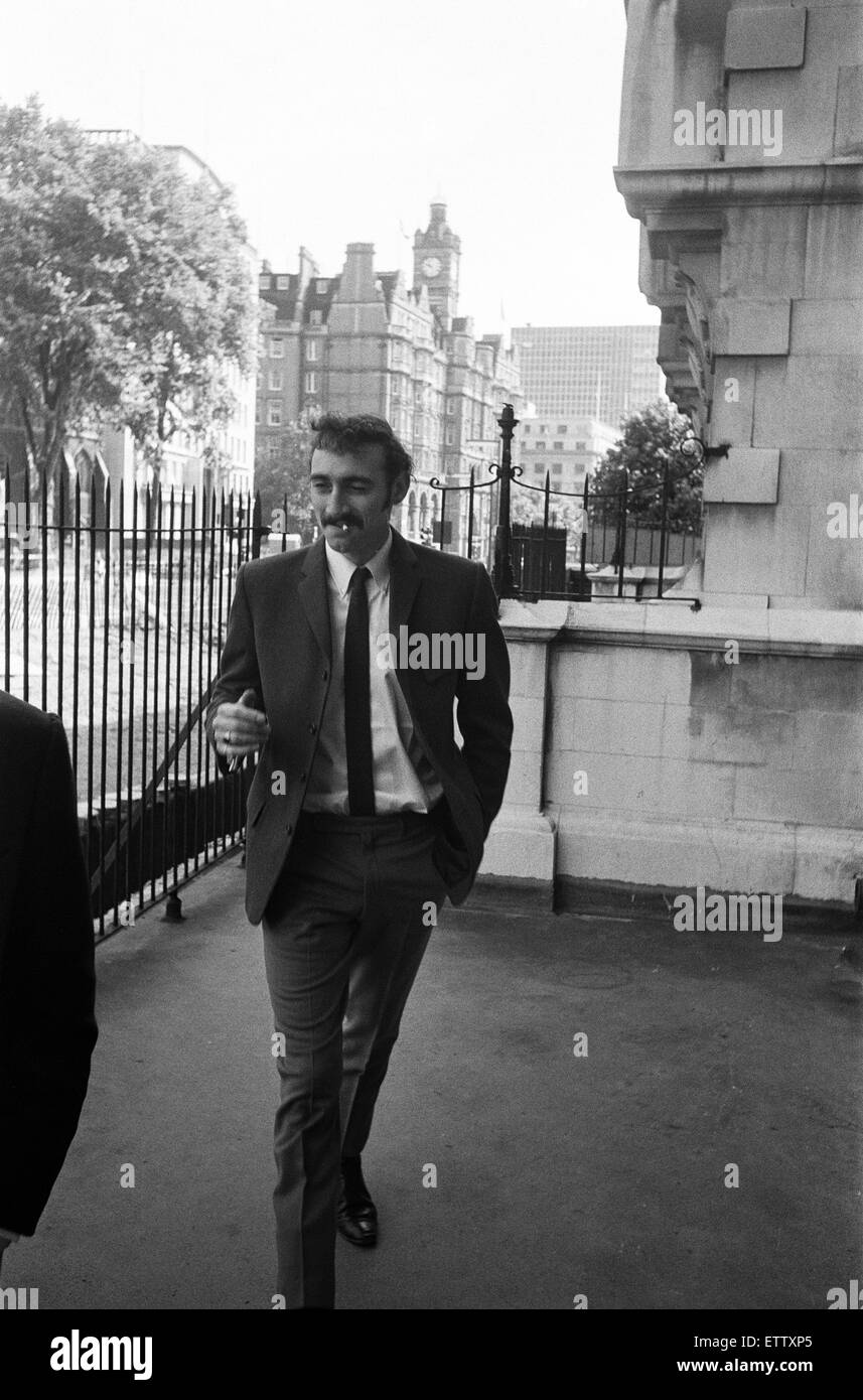 At Marylebone Police Court today Donovan Leitch and his musical director  Dave Mills (known as Gypsy Dave) were - Stock Image