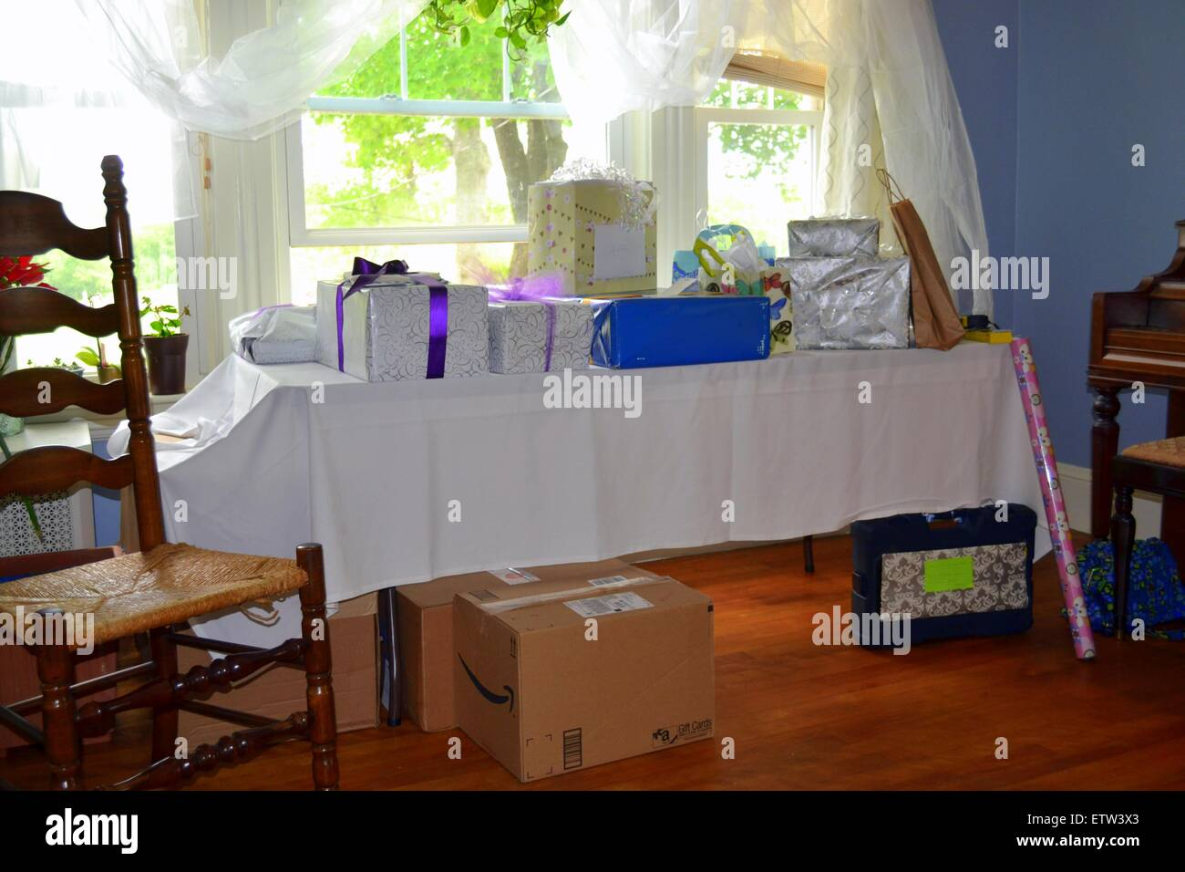 the gift table from a Bridal engagement wedding shower - Stock Image