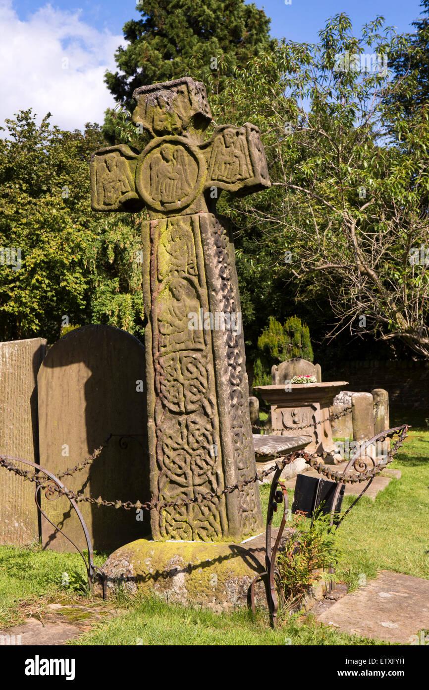 UK, England, Derbyshire, Eyam, Churchyard, 8th Century Saxon cross - Stock Image