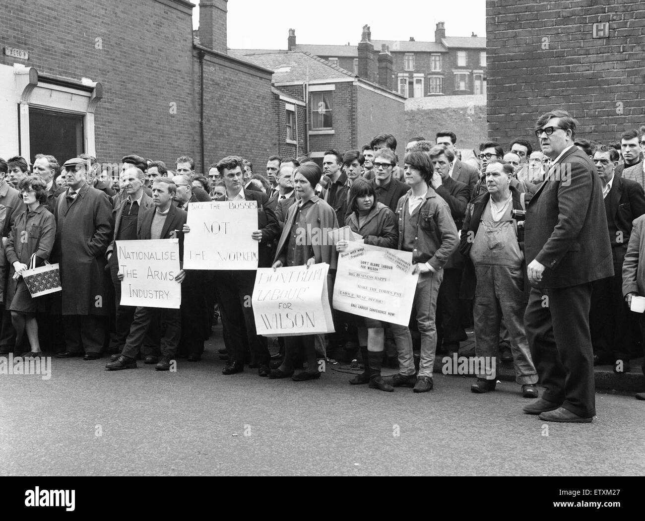 Open air meeting at the British Aircraft Corporation Works, Strand Road, Preston, on 9th April 1965. Being addressed - Stock Image