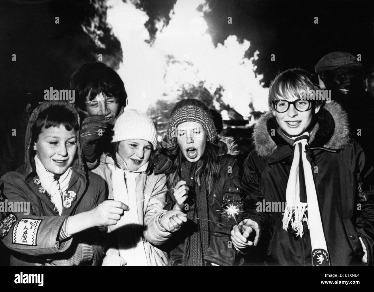 Bonfire night at Victoria Park, Smethwick, for (from left to right) Matthew Jones, Chris Davies, Jennine Jones, - Stock Image