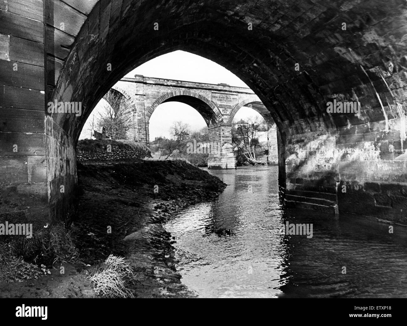 Spanning the Tees, Yarm's two bridges - the railway viaduct in the background and the road bridge showing the - Stock Image