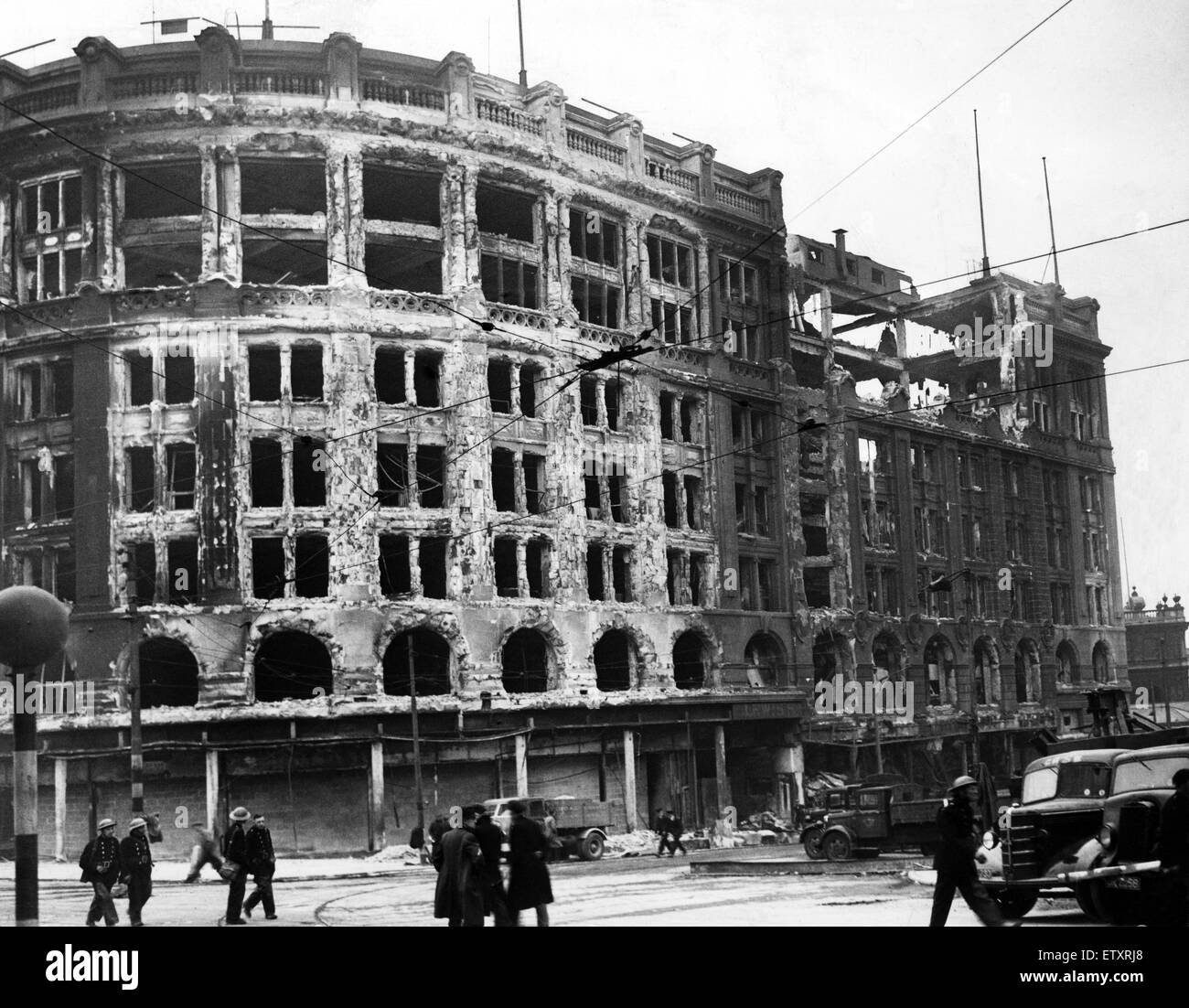 Second World War, May Blitz in Liverpool. The shell of Lewis's building which earlier that day had been crowded - Stock Image