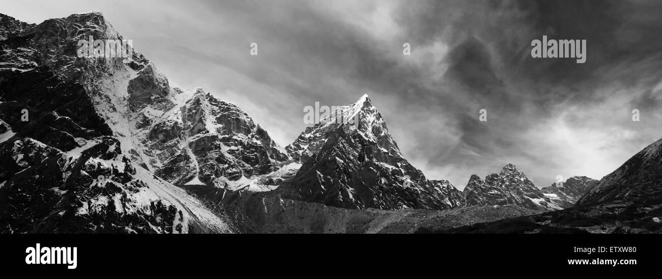 Arakam Tse mountain (6423 M), Everest base camp trek, Sagarmatha National Park, UNESCO World Heritage Site, Solu - Stock Image
