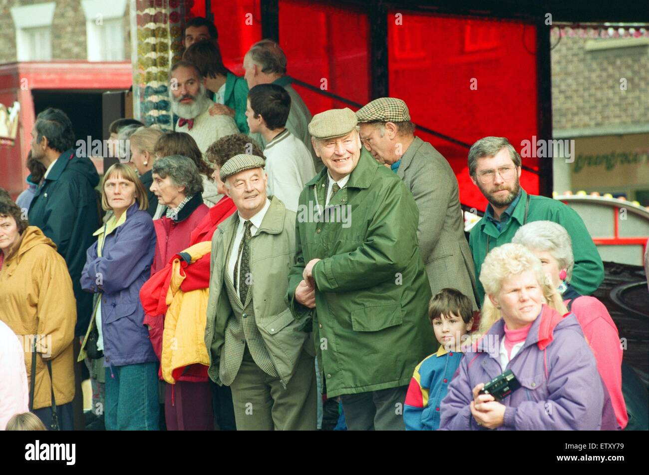 Spectators at the annual Riding the Fair procession sets off from Yarm Town Hall. The riding is the occasion when - Stock Image