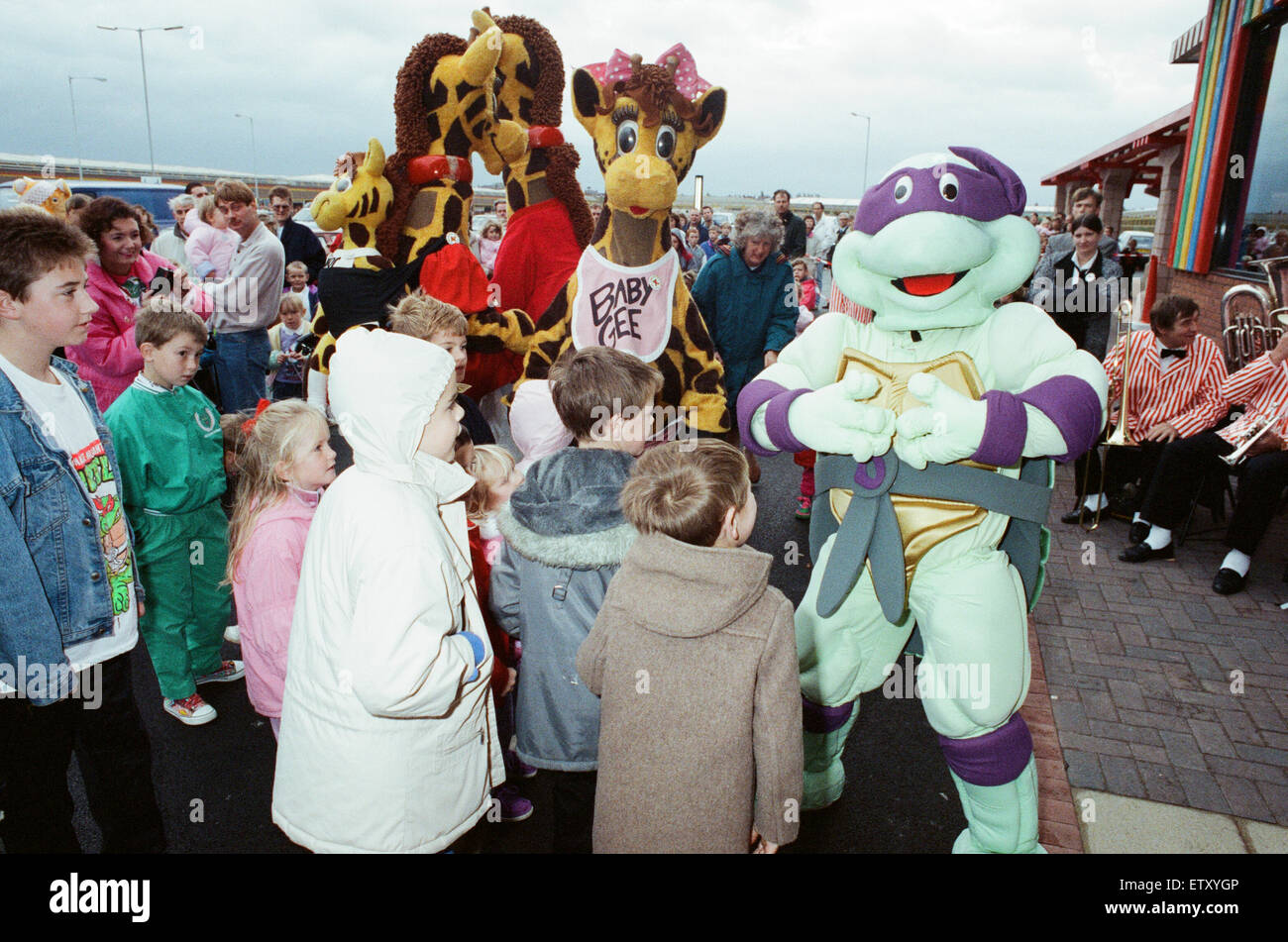 Turtle Mania hit Teesside today, at the opening of the new Toys R Us at Teesside Shopping Park, Sandown Way, Stockton - Stock Image