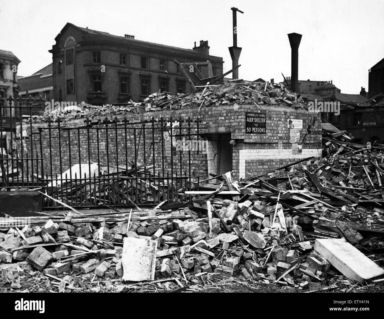 Bomb damage in Liverpool during the Second World War. A street surface shelter which withstood the strain of a tall - Stock Image