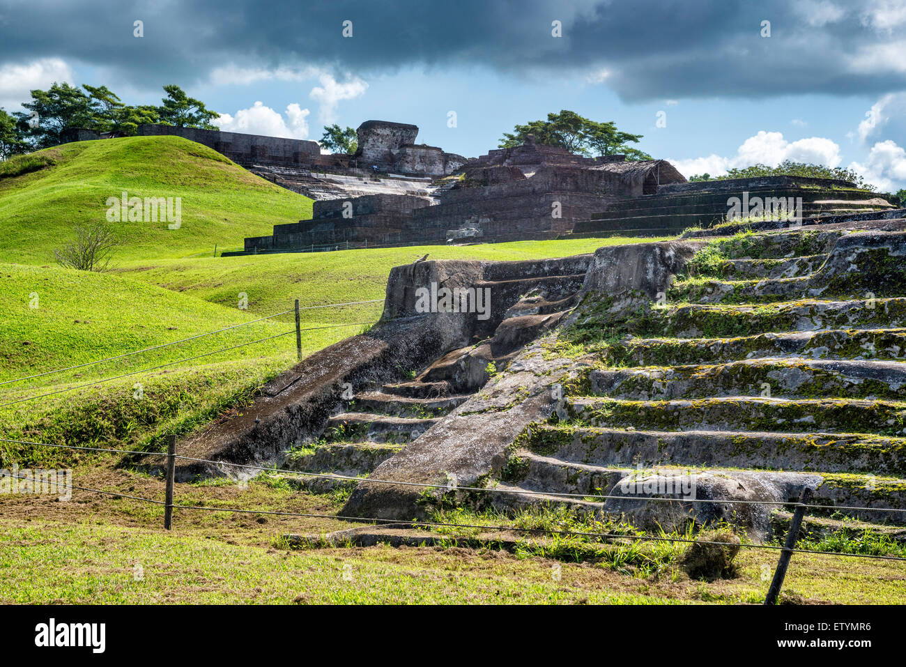 Templo III in foreground, El Palacio at Acropolis in distance, Maya ruins at Comalcalco archaeological site, Tabasco, - Stock Image