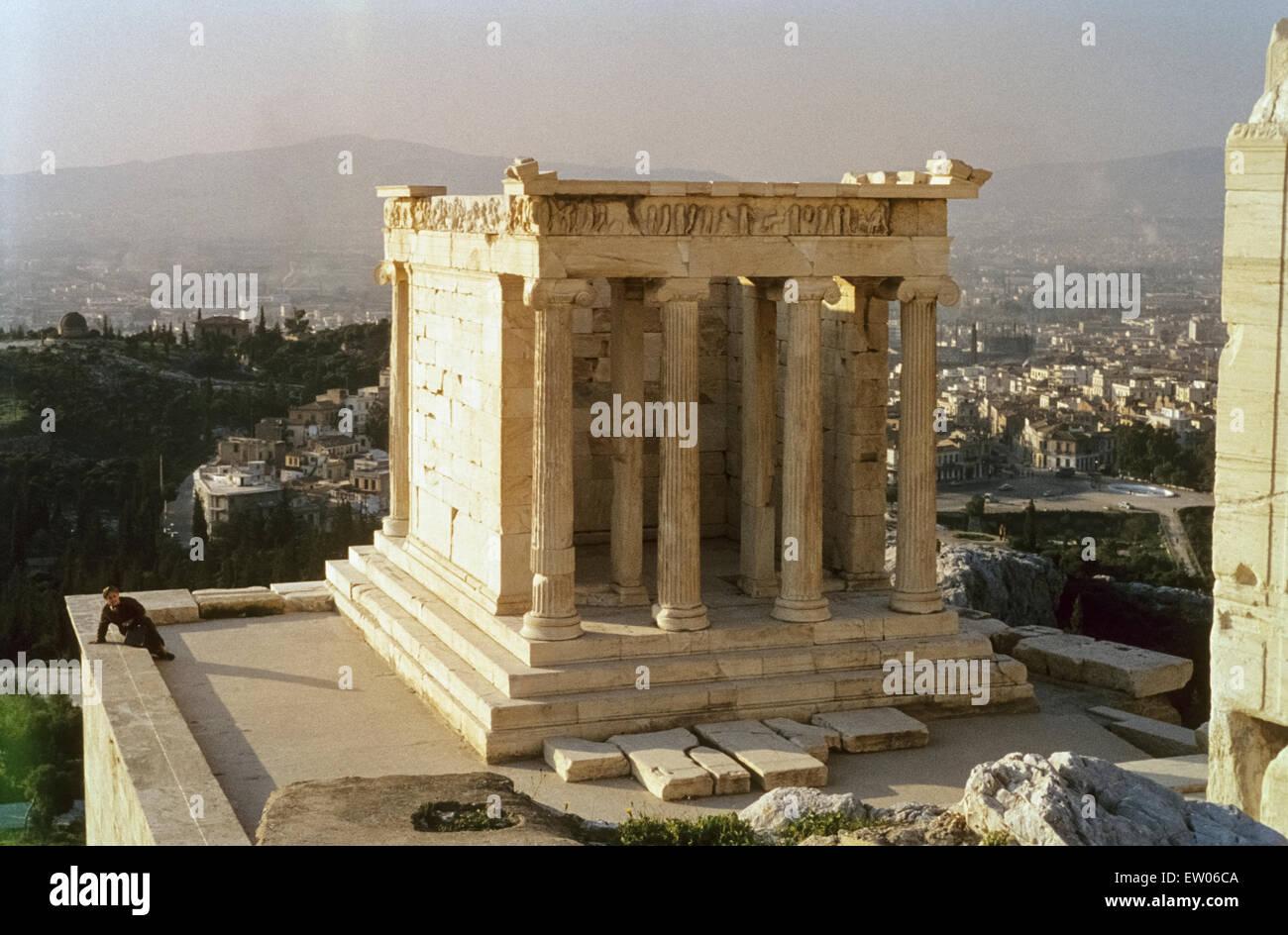 Temple of Athena Nike in the mid-sixties Historische Aufnahme des Niketempels der Akropolis in den Sechzigerjahren Stock Photo