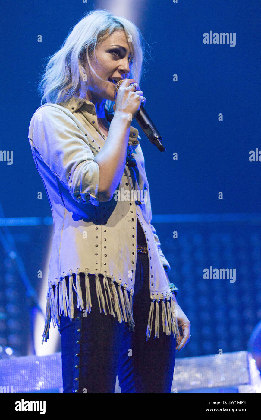 Rosemont, Illinois, USA. 15th June, 2015. Musician EMILY HAINES of Metric performs live on stage at the Allstate - Stock Image