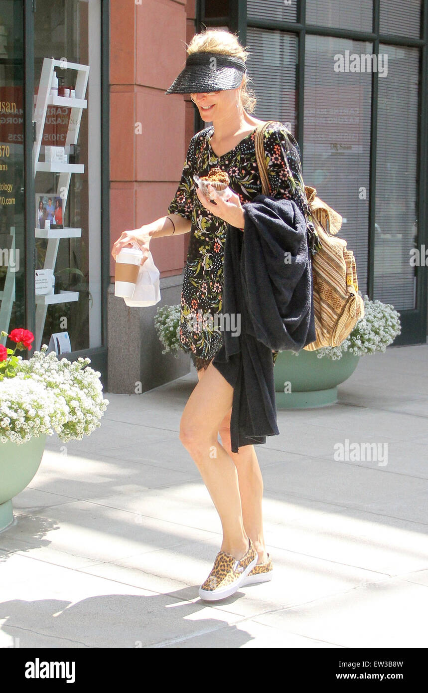 Meet the Fockers actress, Teri Polo goes shopping in Beverly Hills wearing a sun visor  Featuring: Teri Polo Where: - Stock Image