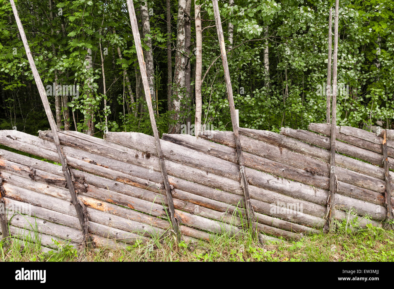 Norway. A traditional wooden fence on a summer farm (sæter or seter) in the rural Gudbrandsdalen Valley area - Stock Image