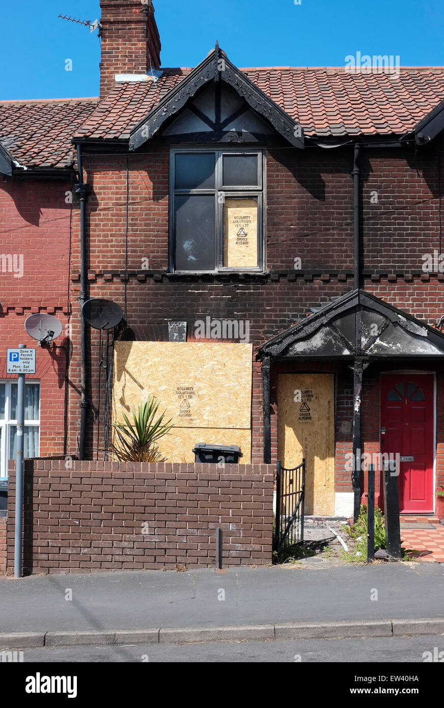 fire damaged terraced house - Stock Image