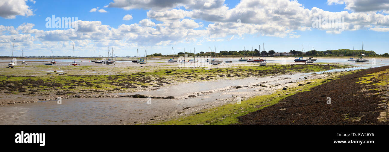 Extreme panorama of Low tide mud flats with yachts at Langstone Harbour - Stock Image