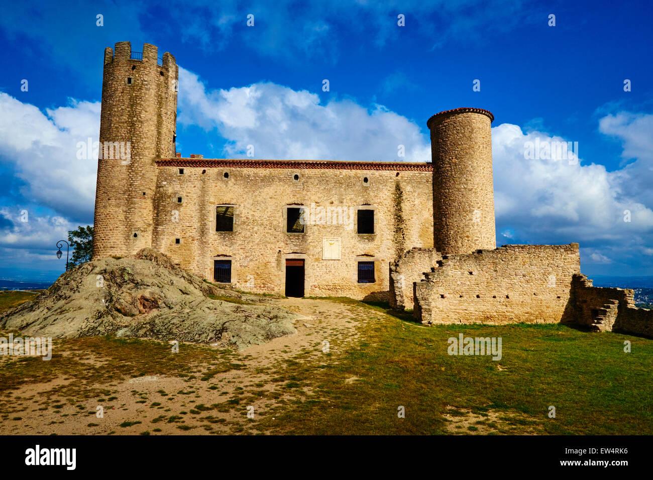 France, Loire, village of Chambles, Essalois castle above the Loire valley - Stock Image