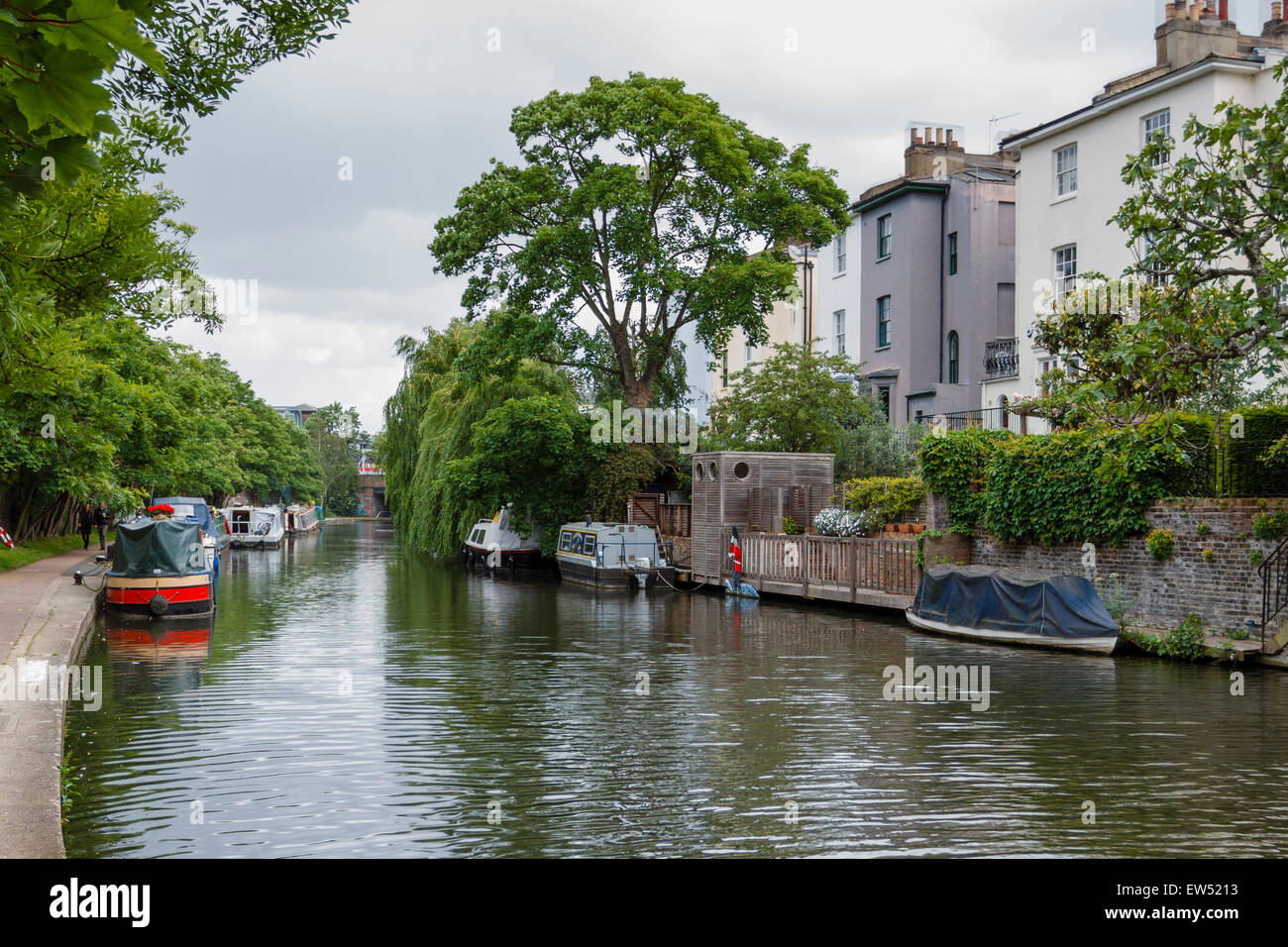 Canalside housing and boats on the Regents canal , London, England, UK Stock Photo