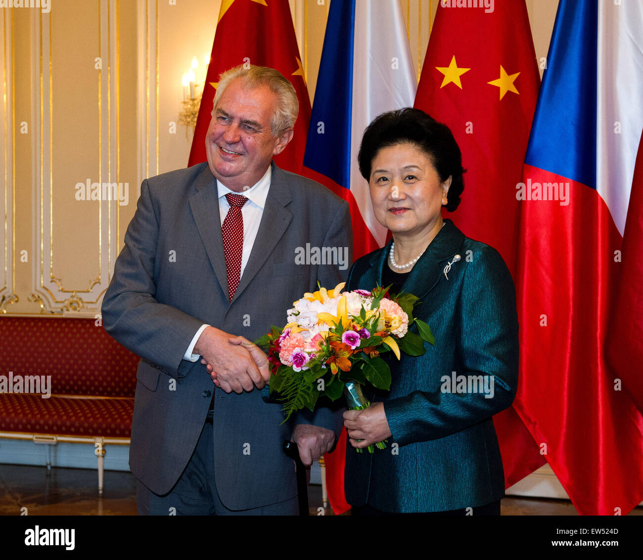 (150618) -- PRAGUE, June 18, 2015 (Xinhua) -- Czech President Milos Zeman (L) meets with visiting Chinese Vice Premier - Stock Image