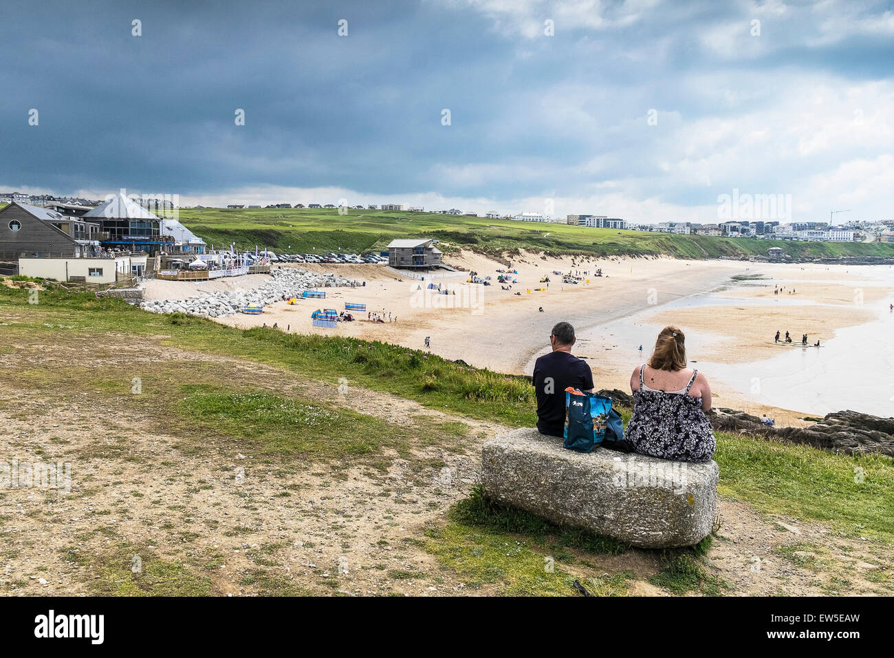 Holidaymakers looking over Fistral Beach in Newquay, Cornwall. - Stock Image