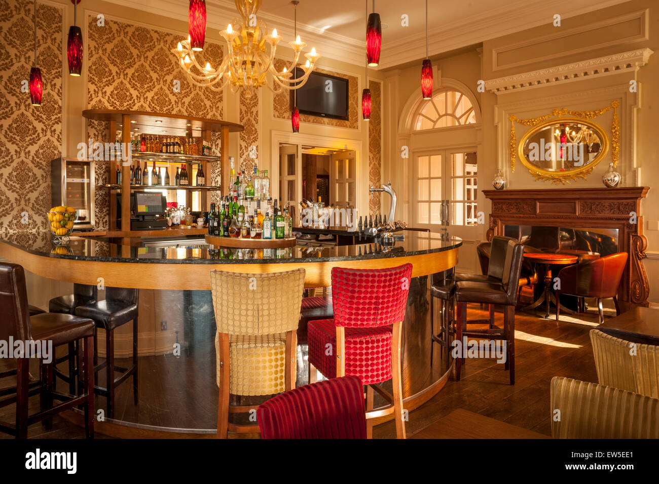 Bar in an upmarket hotel - Stock Image