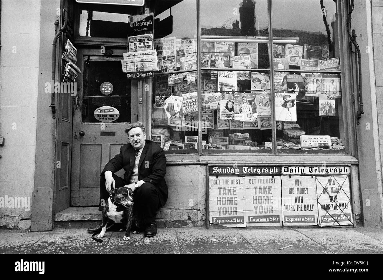 Donald Bytheway, Newsagent, Wolverhampton Street, Dudley, The Black Country, West Midlands, England. 25th May 1968. - Stock Image
