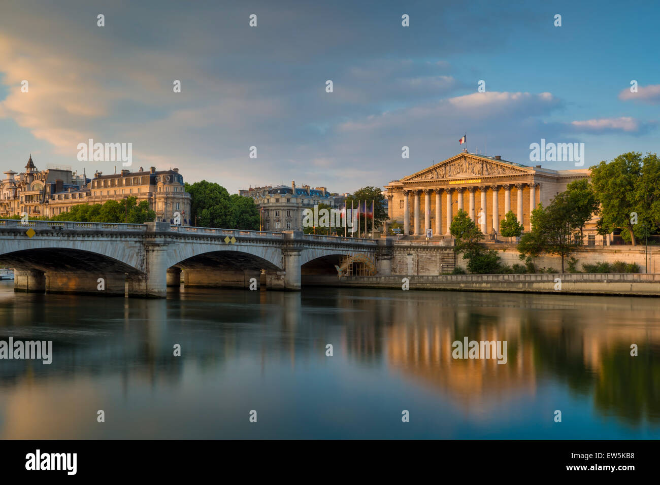 Dawn over River Seine, Pont de la Concorde and Assemblee Nationale, Paris, France - Stock Image