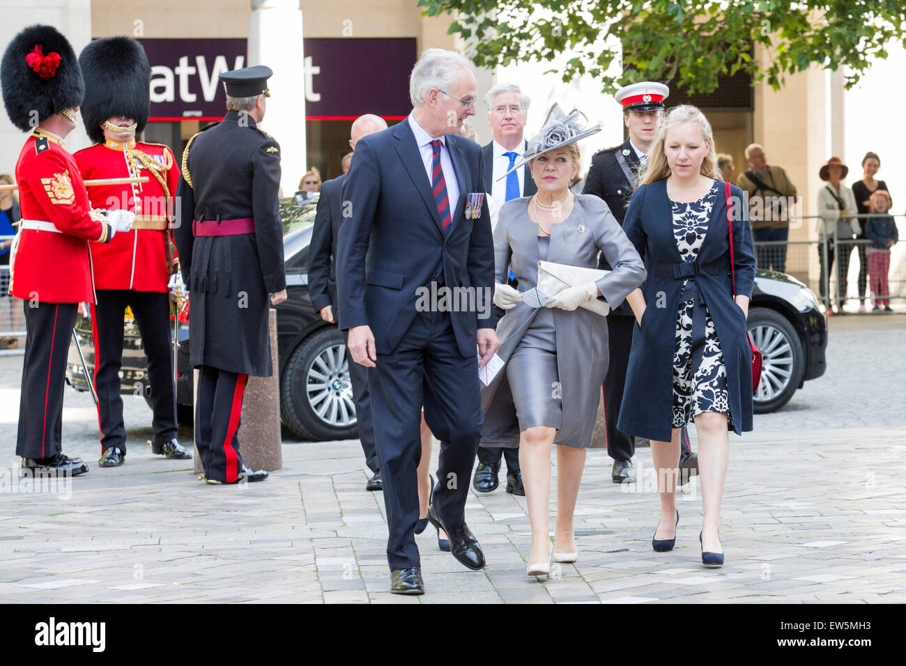 London, UK. 18 June 2015. Guests arrive to attend the National Service to commemorate the 200th anniversary of the - Stock Image