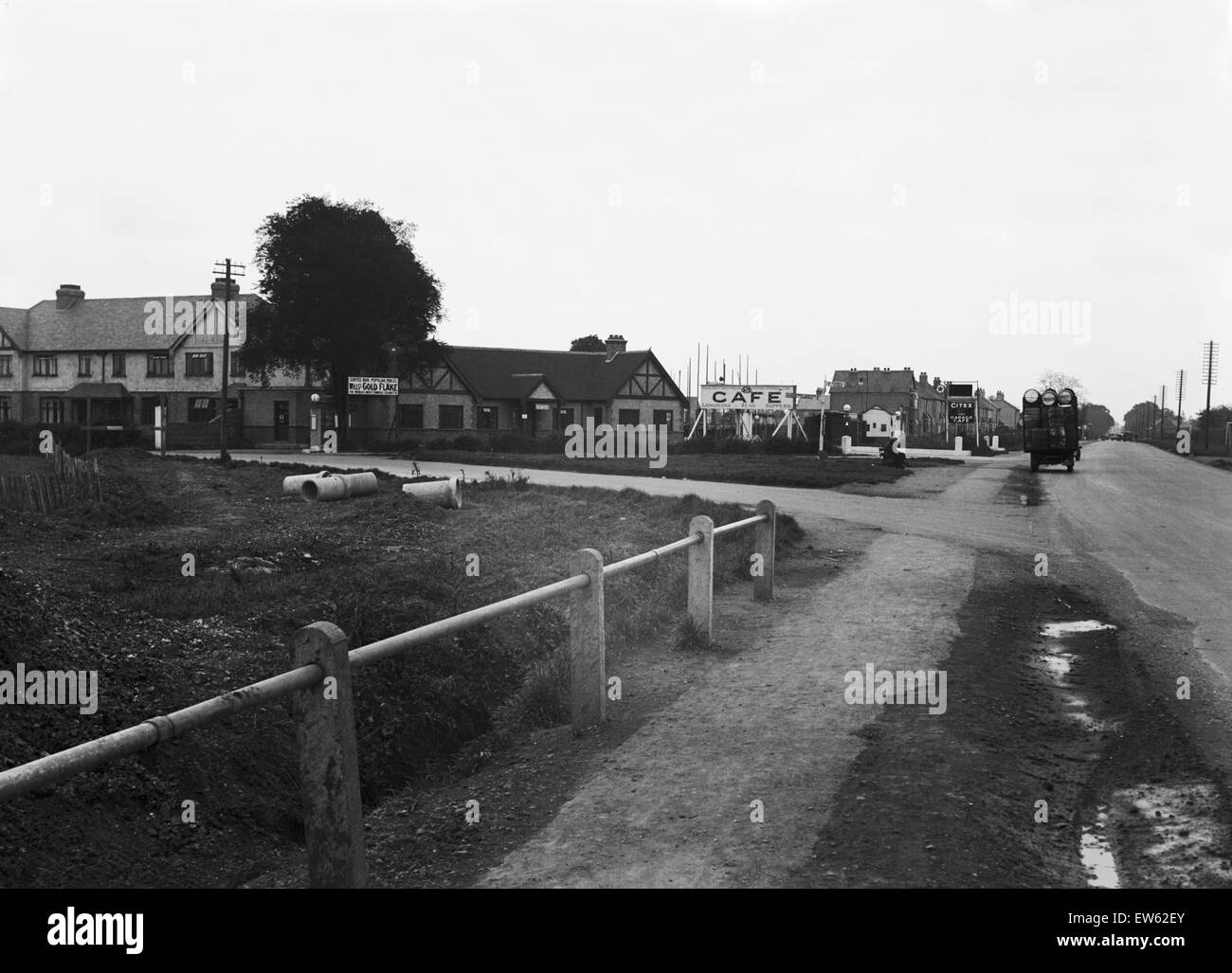 The Triple SSS Cafe at the junction of the A408 and B379 West Drayton, London. Circa 1931. - Stock Image