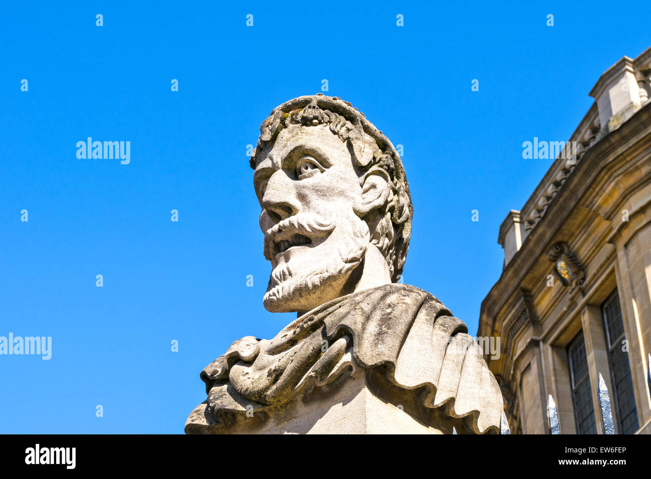 OXFORD CITY HEAD OF A ROMAN EMPEROR OR HERM OUTSIDE THE SHELDONIAN THEATRE Stock Photo
