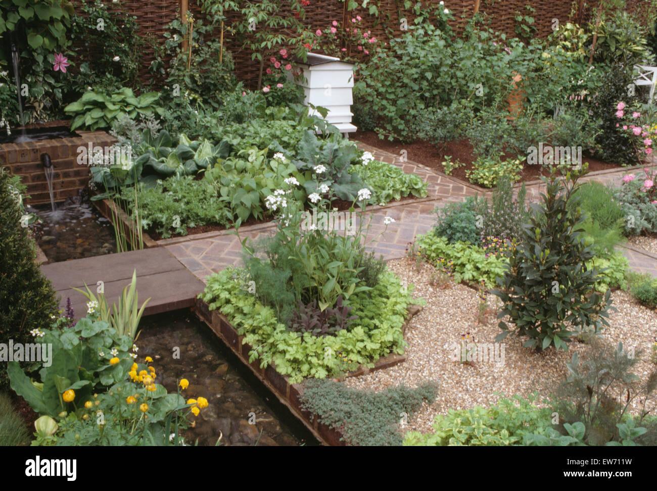 Beehive garden garden ftempo for Victoria secret pembroke gardens