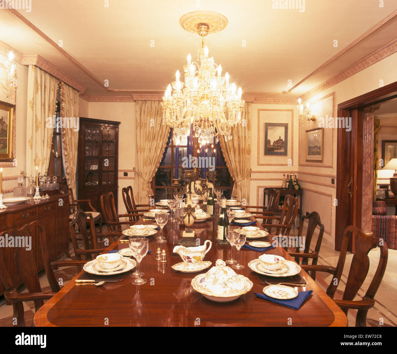 Attrayant Large Chandelier Above Table Set For Dinner In Dining Room ...