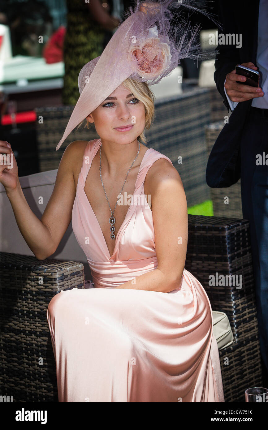 Ascot, Berkshire, UK. 18th June, 2015. Former Made In Chelsea star Kimberley Garner looked sensational in a long - Stock Image