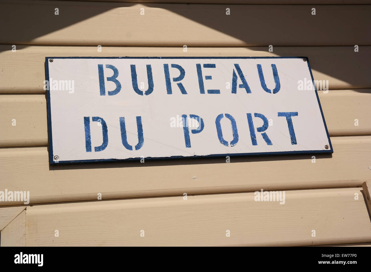 Sign bureau du port, the harbour office in Val-Andre, Brittany, France - Stock Image