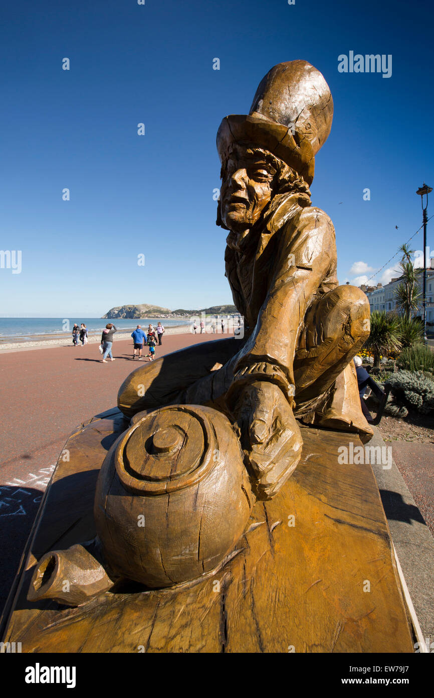 UK, Wales, Conwy, Llandudno, Promenade, Mad Hatter, Alice in Wonderland, trail seafront sculpture - Stock Image